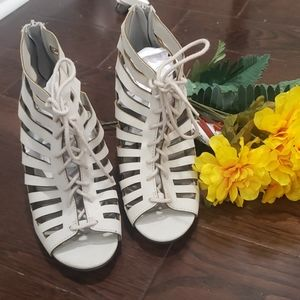 NWOT Gray Lace peep toe go jane heels